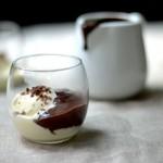 Affogato al cioccolato con gelato alla ricotta