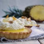 Tartellette all'ananas curd e crema chantilly per Il gusto della terra, quando l'unione (tra blogger) fa la forza .