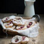 Tartellette rustiche con crema frangipane e lamponi
