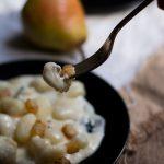 Gnocchi di patate con fonduta di gorgonzola e pere alla senape