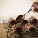 Rotoli al cioccolato con confettura di albicocche