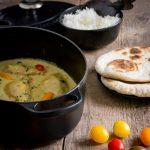 Pollo con salsa al curry e riso al cocco