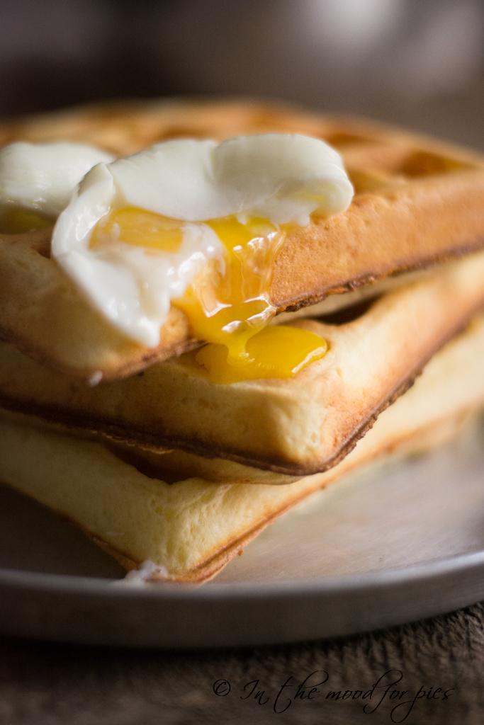 waffle con uovo rotto