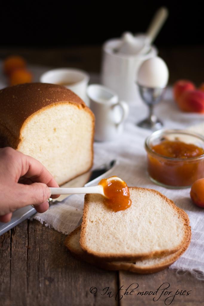 pane con cucchiaio marmellata
