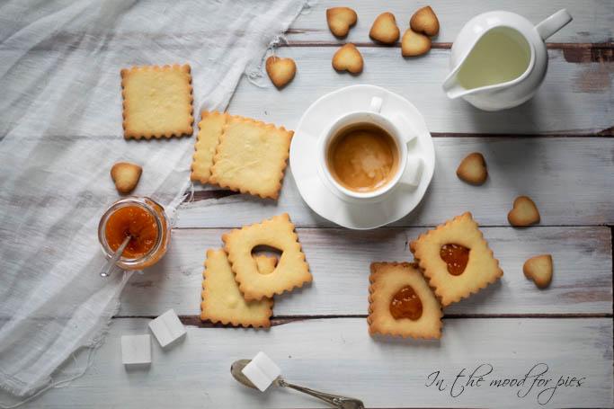 Colazione con biscotti frolla